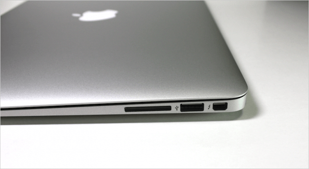 macbook-air-open-10