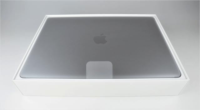 macbook-pro-late-2016-open-03